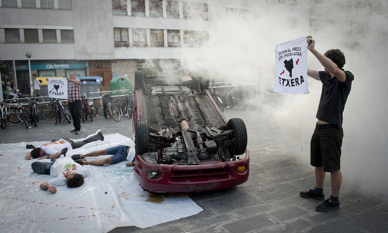 Urruntzeak eragindako auto istripuen aurka Donostian egindako protesta bat, 2012an. / GARI GARAIALDE / FOKU