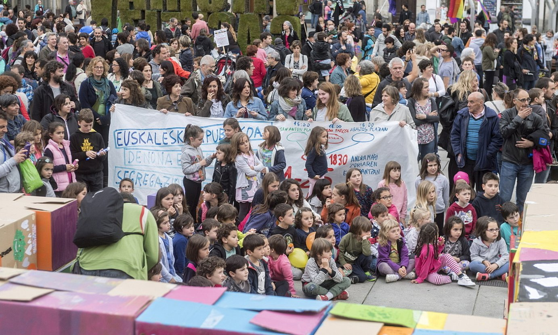 Eskola segregazioa desagerrarazteko protesta, duela bi urte, Gasteizko Euskal Eskola Publikoaren Aldeko Plataformak deituta. / JUANAN RUIZ / FOKU
