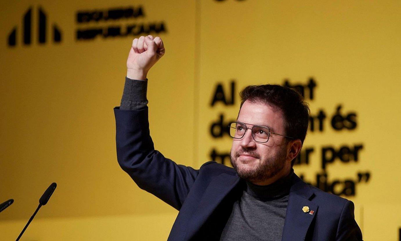 Pere Aragones Kataluniako jarduneko presidenteordea eta ERCko presidentegaia, Kataluniako hauteskundeetarako kanpainaren amaierako ekitaldian. / ALEJANDRO GARCIA / EFE