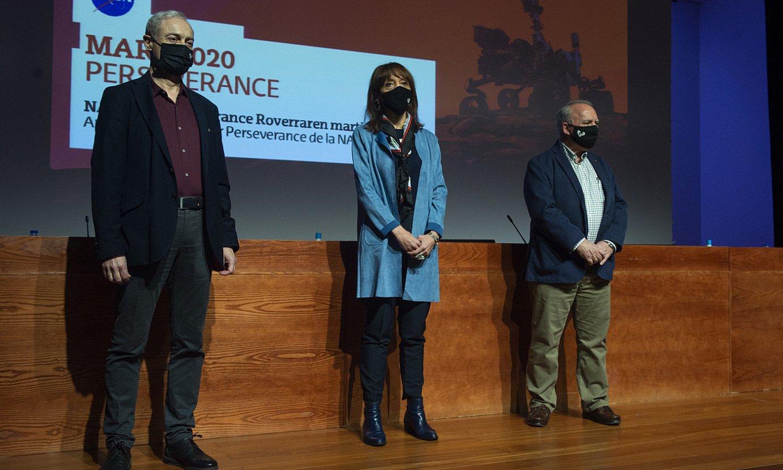 Ezkerretik, Agustin Sanchez Lavega, Eva Ferreira eta Juan Manuel Madariaga, atzo, Bilbon. ©MONIKA DEL VALLE / FOKU