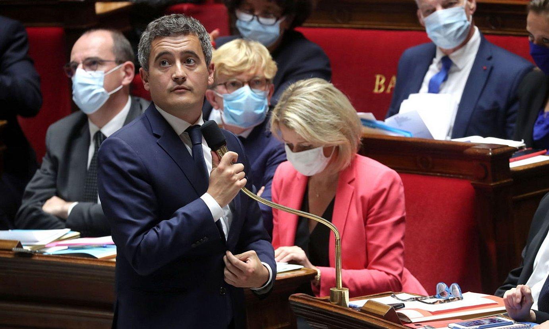 Gerald Darmanin Frantziako Barne ministroa, Jean Castex lehen ministroa atzean duela. ©CHRISTOPHE PETIT TESSON / EFE