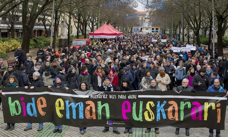 Kontseiluak antolatuta, euskararen eta hezkuntza zerrenda bakarraren aldeko manifestazioa, Iruñean. / IÑIGO URIZ / FOKU