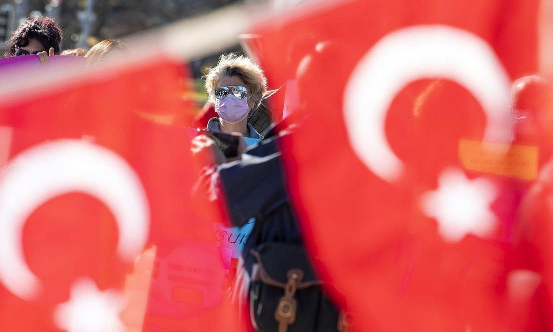 Recep Tayyip Erdogan presidentearen aurkako protesta bat Genevan. ©M. T. / EFE