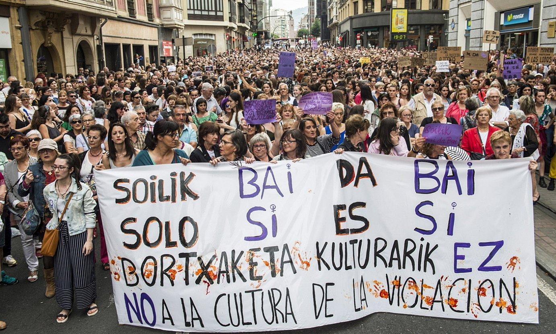 2016ko sanferminetako talde bortxaketaren epaiaren kontra egindako manifestazio bat, Bilbon. ©MARISOL RAMIREZ / FOKU