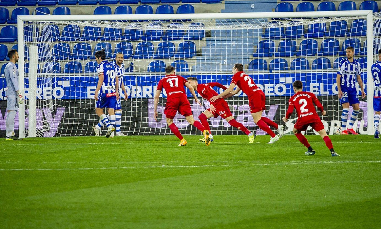 Osasunako hainbat jokalari atzoko partidako gol bakarra ospatzen. ©JAIZKI FONTANEDA / FOKU