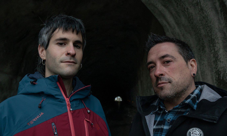 Unai Razkin eta Jon Patxi Arratibel, 'Arg(h)itzen' dokumentalaren grabaketa batean. ©'ARG(H)ITZEN' DOKUMENTALA