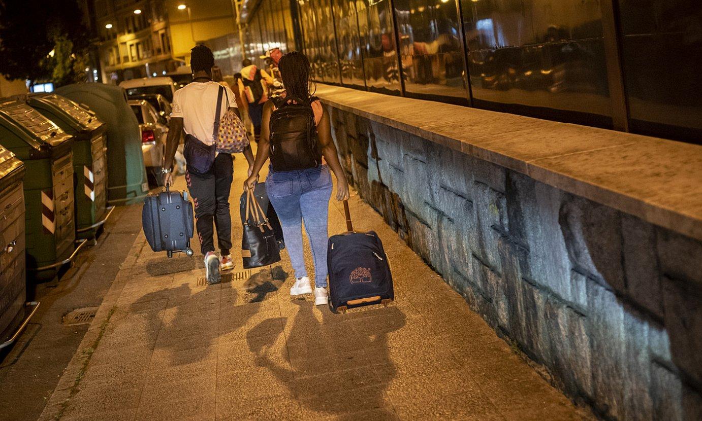 Migratzaile talde bat Irunen, iazko abuztuan. ©GARI GARAIALDE / BOSTOK PHOTO