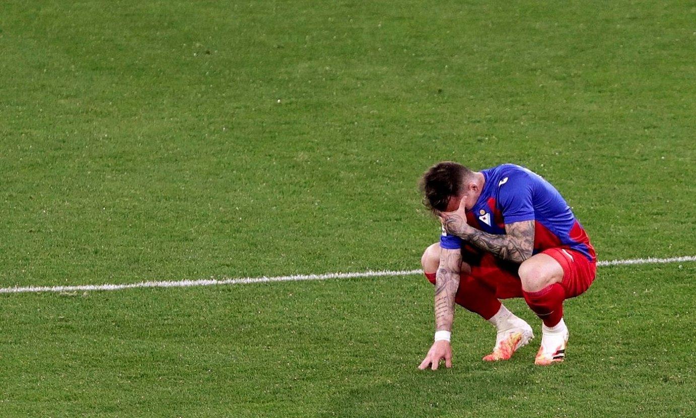 Aleix Garcia, jota, atzo, partida amaieran Cadizen aurka galdu berritan. ©ROMAN RIOS / EFE
