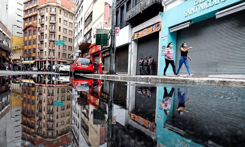 Sao Paulo estatuak ezinbestekoak ez diren establezimenduak ixteko agindu du, Brasilgo Gobernuari kontra eginda. ©SEBASTIAO MOREIRA / EFE