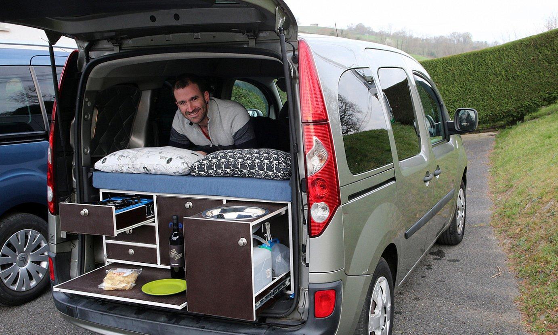 Gus Elizondo Ludospace motako ibilgailuei egokitzen zaizkien kutxen bi modeloekin: <em>kanpatu</em> eta <em>ibiltari</em>. ©BOB EDME