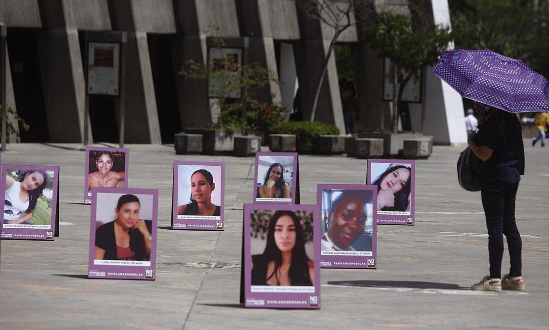 Indarkeria matxistaren biktimen omenez eginiko erakusketa, Medellinen (Kolonbia). ©LUIS EDUARDO NORIEGA A. / EFE