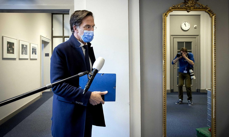 Mark Rutte VVD alderdiko liderra, atzo, Hagan, ordezkarien ganberako korridoreetan. ©BART MAAT / EFE