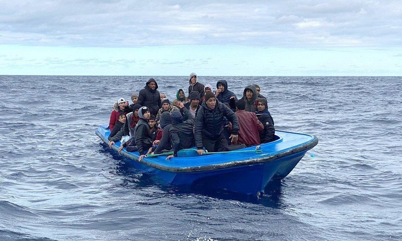 Migratzaile talde bat, Mediterraneoan. ©EFE