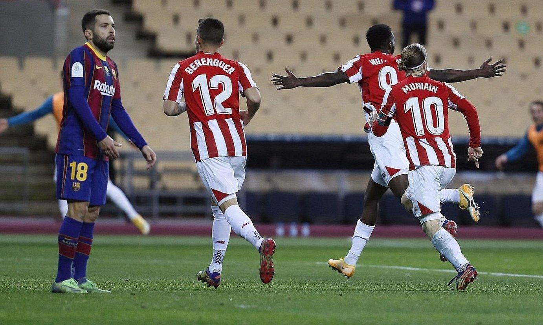 Athleticeko jokalariak Williamsek Espainiako Superkopako finalean Bartzelonari sartutako gola ospatzen. ©JOSE MANUEL VIDAL / EFE