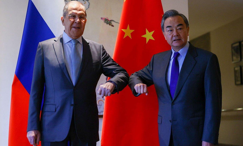 Sergei Lavrov eta Wang Yi, Errusiako eta Txinako Atzerri ministroak. / EFE