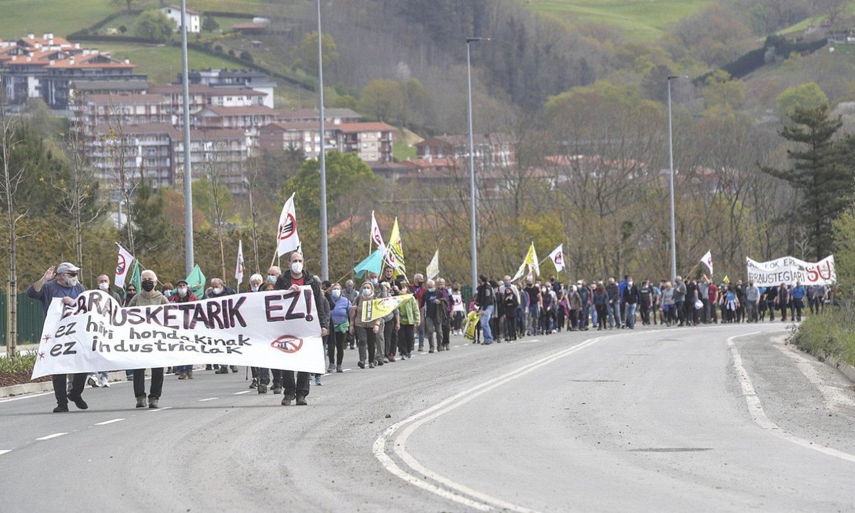 Manifestazioa, errauste plantara bidean. ©IDOIA ZABALETA / FOKU