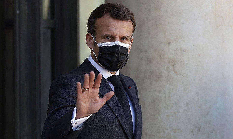 Emmanuel Macron Frantziako presidenteak iragarri zituen murrizketa neurriak atzo arratsean. ©IAN LANGSDON / EFE