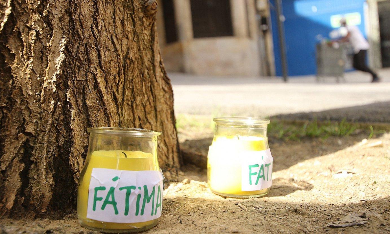 Fatima oroitzeko, kandelak jarri zituzten andrea hil zen lekuan. ©OSKAR MATXIN EDESA / FOKU