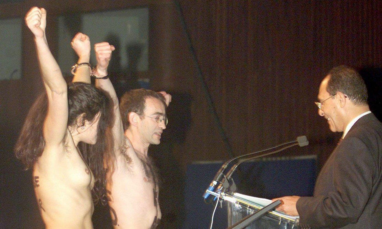 <b>Hagan. </b>Uraren Nazioarteko Batzarraren hasiera ekitaldian, 2000ko martxoaren 8an. ©HANS STEINMEIER / EFE