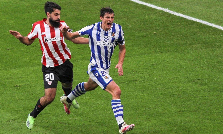 Villalibre eta Le Normand lehian, ligako lehen itzulian San Mamesen Athleticek eta Realak jokatu zuten partidan. ©MIGUEL TOÑA / EFE