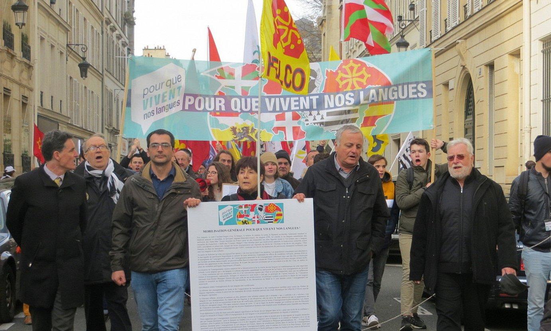 Gure Hizkuntzak Bizi Daitezen kolektiboaren manifestazioa, Parisen, 2019ko abenduan. ©BERRIA