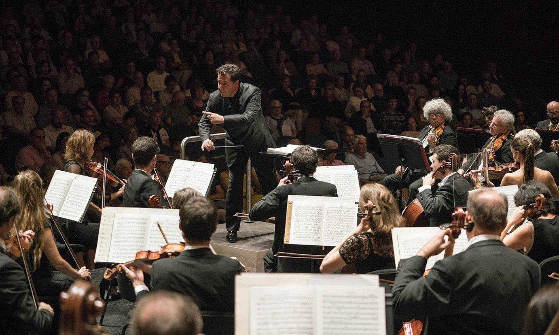 Euskadiko Orkestrako musikariak, Robert Treviñoren gidaritzapean, artxiboko irudi batean. ©JUANTXO EGAÑA / EO