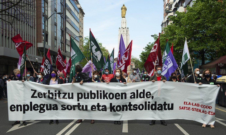 Bilboko manifestazioaren aurrealdea, Kale Nagusian. Sindikatu deitzaileetako kideek eutsi zioten pankartari. ©MONIKA DEL VALLE / FOKU