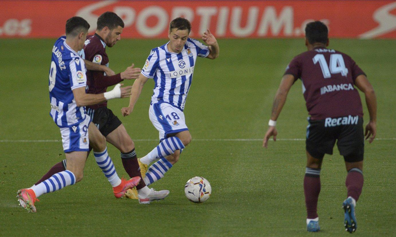 Carlos Fernandez eta Gorosabel atzoko partidan, aurrera egin nahian. ©JON URBE / FOKU