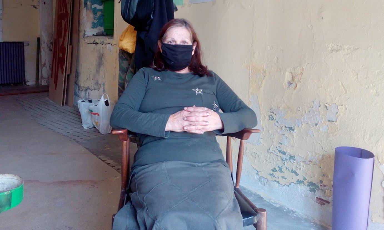 Mari Carmen Rey, AZETek okupatutako Arrakala auzo etxean. ©BERRIA