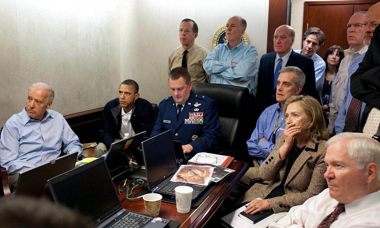 Barack Obama AEBeko presidente ohia eta haren kabineteko beste kideak, Bin Ladenen aurkako operazioa zuzenean jarraitzen, 2011n. ©PETE SOUZA / EFE