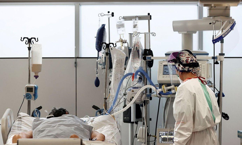 Zainketa Intentsiboetako Unitateko gela bat, Nafarroako Ospitale Gunean. ©JESUS DIGES / EFE