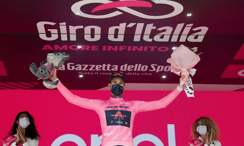 Filippo Ganna, maglia arrosa soinean duela, atzo, Turinen. ©LUCA ZENNARO / EFE