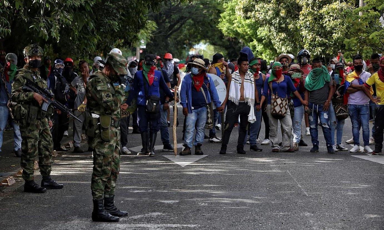 Manifestari talde bat errepide bat mozten, Calin, herenegun. ©PABLO RODRIGUEZ / EFE