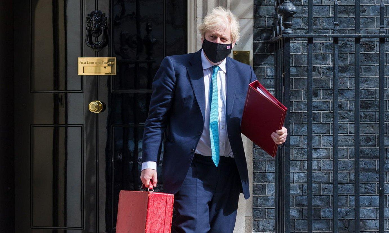 <b>Boris Johnson lehen ministroa, Downing Streeteko 10. zenbakitik irteten, atzo.</b> ©VICKIE FLORES / EFE
