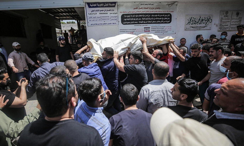 Herenegun Gazan hildako palestinar baten hileta, atzo. ©HAITHAM IMAD / EFE