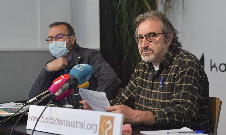 Sustrai Erakuntzako kideak atzoko agerraldian. ©IDOIA ZABALETA / FOKU
