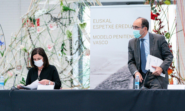 Beatriz Artolazabal eta Jaime Tapia, atzo, Gasteizko Europa jauregian. ©ENDIKA PORTILLO / FOKU