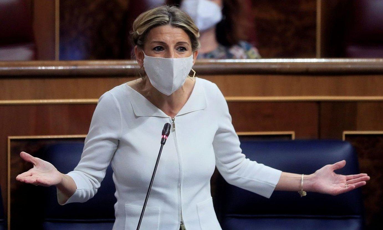 Yolanda Diaz Lan ministroa, Espainiako Kongresuan atzo eginiko agerraldian. ©FERNANDO ALVARADO / EFE
