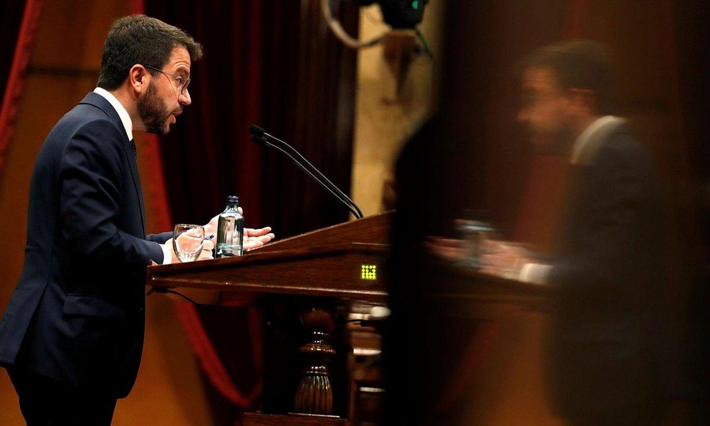 Pere Aragones ERCko presidentegaia, atzo, Kataluniako Parlamentuan. ©ALBERTO ESTEVEZ / EFE
