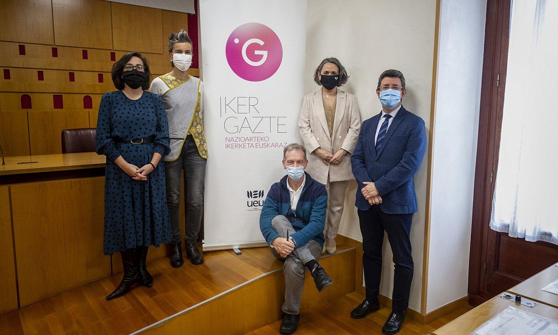 Ikergazte kongresuko sustatzaileak, atzo Gasteizen egindako aurkezpenean. ©JAIZKI FONTANEDA/ FOKU