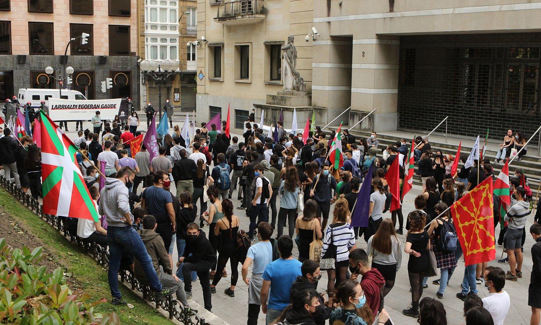 Ernaik maiatzaren 7an Sabin Etxe parean eginiko protesta. ©O. MATXIN EDESA / FOKU
