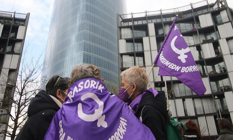 Mugimendu feministaren elkarretaratze bat, Bilbon. / OSKAR MATXIN EDESA / FOKU