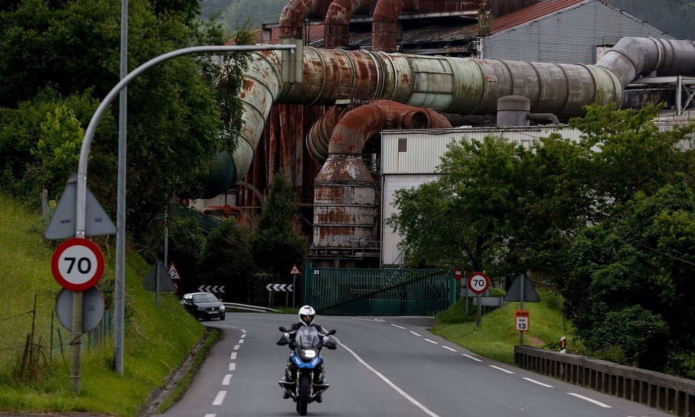 Azpeitiko Corrugados fabrika, aste honetan. ©JUAN HERRERO / EFE