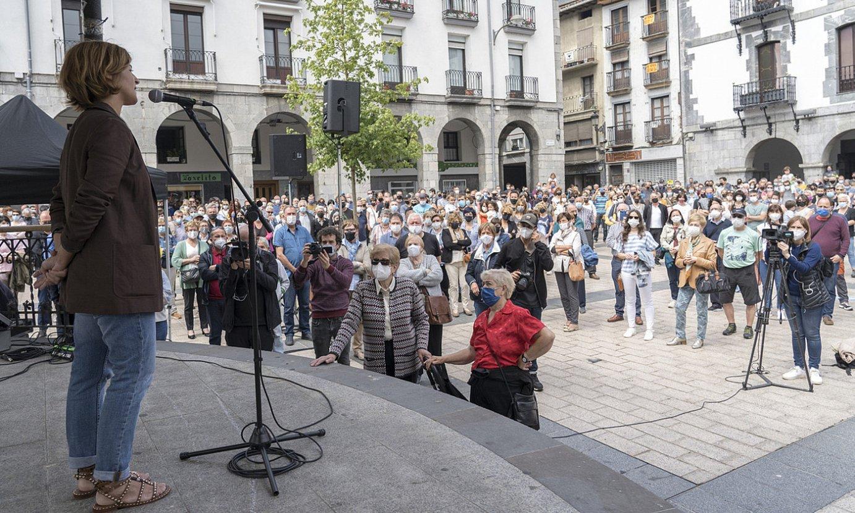 Alkorta, atzo, herritarrei esker ona ematen, Azpeitiko plazan. ©GORKA RUBIO / FOKU
