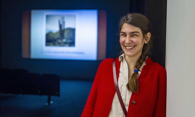 Patricia Esquivias, Artiumen jarritako pieza atzean duela. ©JAIZKI FONTANEDA / FOKU
