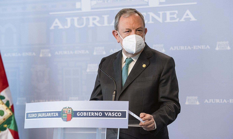 Pedro Azpiazu Eusko Jaurlaritzako Ekonomia eta Ogasun sailburua, atzo, Gasteizen. ©JON RODRIGUEZ BILBAO / IREKIA