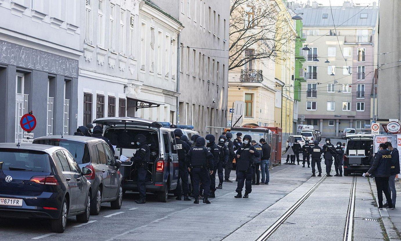 Meskita baten aurkako polizia operazioa, iaz, Vienan. ©FELIX HUBER / EFE