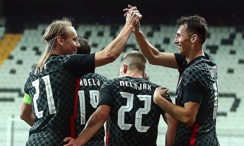 <b>Ante Budimir, eskuinean, Kroaziarekin jokatutako partida batean.</b> ©ERDEM SAHIN / EFE