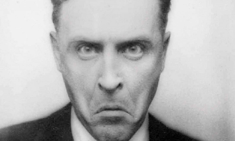 Francis Scott Fitzgeraldek fotomatoi batean bere buruari egindako argazki bat. ©PRINCETON UNIVERSITY LIBRARY