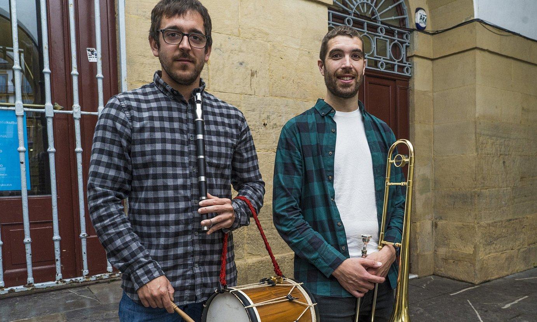 Peio Irigoien eta Imanol Iribarren, atzo, Donostian eginiko aurkezpenean. ©GORKA RUBIO / FOKU